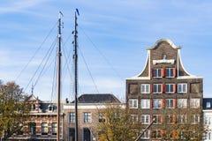 Stary storehouse dzwoni? Sztokholm Huis w Dordrecht holandie obrazy stock