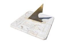 Stary sundial odizolowywający nad bielem Obrazy Stock
