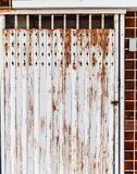 Stary szczegółowy starzejący się rocznika ośniedziały brąz textured stalowego aliażu drzwiową rozciągliwość tradycyjny Azjatycki  zdjęcie royalty free