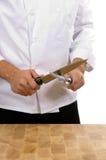 stary szefa kuchni ostrzenie noża Obraz Royalty Free