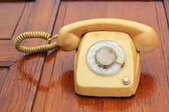 Stary telefonu rocznika styl na drewnianej podłoga Zdjęcie Stock