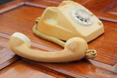 Stary telefonu rocznika styl na drewnianej podłoga Zdjęcie Royalty Free