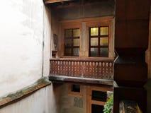 Stary tradycyjny balkon włoch ilustracyjny lelui czerwieni stylu rocznik W?oski podw?rze zdjęcia royalty free