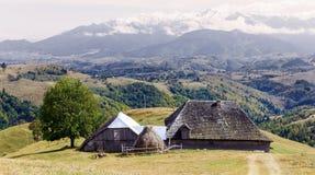 Stary tradycyjny dom od Karpackich gór Obrazy Royalty Free