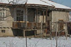 Stary tradycyjny dom w zimie Zdjęcie Royalty Free