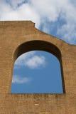 Stary łukowaty okno Obrazy Stock
