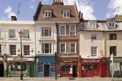 Stary uliczny Greenwich, starzy grodzcy domy i sklepu widok,