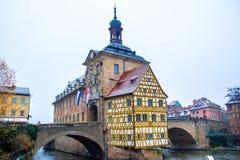 Stary urząd miasta w Bamberg podczas gdy ja śniegi, Niemcy zdjęcia stock