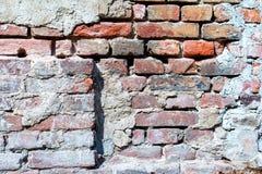 Stary uszkadzający czerwony ściana z cegieł - tło Fotografia Stock