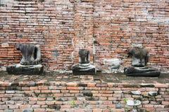Stary uszkadzający Buddha w Ayuthaya Thailaand zdjęcie royalty free