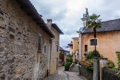 Stary Włoski podwórze w San Giulio zdjęcia royalty free