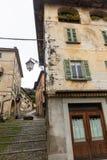 Stary Włoski podwórze w San Giulio obrazy stock