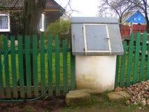 Stary w Rosyjskiej wiosce dobrze obraz stock