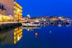 Stary Wenecki port Chania przy nocą, Crete Zdjęcia Royalty Free