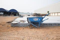 Stary Wheelbarrow w budowa terenie Thailand Zdjęcie Stock
