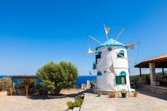 Stary wiatraczek w Agios Nikolaos blisko błękit jam w Zakynthos Zan Zdjęcia Royalty Free