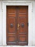 Stary wielki drewniany drzwi - drzwiowy portal Zdjęcia Royalty Free