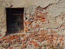 Stary wietrzejący ściana z cegieł czerep - Rumunia Fotografia Royalty Free