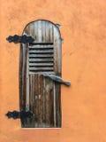 Stary Wietrzejący Drewniany drzwi obrazy royalty free
