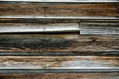 Stary Wietrzejący drewno stajnia z Ośniedziałymi gwoździami obraz royalty free