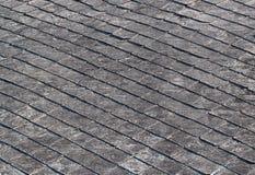 Stary wietrzejący kafelkowy gontu dach Obrazy Royalty Free