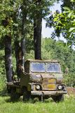 Stary wietrzejący wojskowy przewozi samochodem Zdjęcia Royalty Free