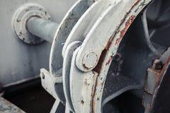 Stary winch czerep z dużym dyszlem Selekcyjna ostrość zdjęcie royalty free