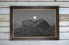 Stary wizerunek księżyc w pełni i góry serce Obrazy Royalty Free