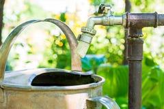 Stary wodny klepnięcie z obcieknięcie wodą Obrazy Royalty Free