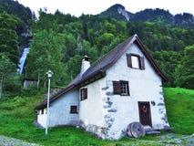 Stary wodny młyn przy Diesbach strumieniem fotografia stock