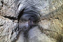 Stary wodny tunel, minujący zawala się Jama Piaskowcowy tunel zwilżać ściany obrazy royalty free