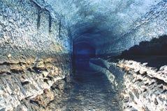 Stary wodny tunel, minujący zawala się Jama Piaskowcowy tunel zwilżać ściany zdjęcie royalty free