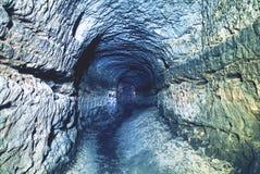Stary wodny tunel, minujący zawala się Jama Piaskowcowy tunel zwilżać ściany obraz royalty free