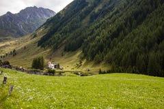 Stary wysokogórski kościelny Heilig Geist przy końcówką Ahrntal dolina, Włochy Zdjęcia Royalty Free