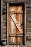 Stary zachodni drzwi z lampionem w przodzie Zdjęcia Stock