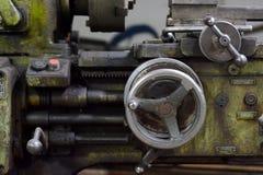 Stary, zakrywający w maszyna oleju, mielenie maszyna Obrazy Stock