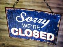 Stary zamknięty znak zdjęcia stock