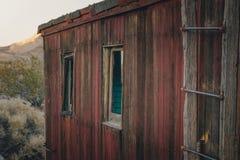 Stary, zaniechany budynek w Rhyolite, Śmiertelna dolina, Kalifornia, usa zdjęcia stock