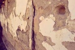 Stary zaniechany dom ściany tło Brudzi, budujący obrazy stock