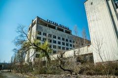 Stary zaniechany dom w miasto widmo Pripyat, Ukraina Konsekwencje wybuch bomby atomowej przy Chernobyl energa j?drowa planem obraz stock