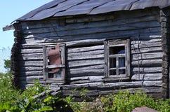 Stary zaniechany drewniany domu wiejskiego zbliżenie Fotografia Stock