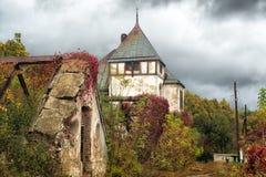 Stary zaniechany ogrodniczka dwór w Sharov pałac, Ukraina Obraz Royalty Free