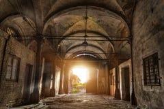 Stary zaniechany przemysłowy budynek z przesklepionym celling w gotyka stylu Zaniechany Niemiecki mięsny zakład przetwórczy Rosen Obrazy Royalty Free