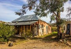 Stary Zaniechany Wietrzejący dom W Disrepair obraz royalty free