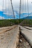Stary zawieszenie most nad Katun zdjęcia royalty free