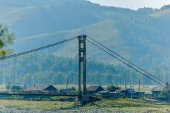 Stary zawieszenie most nad Katun zdjęcie stock