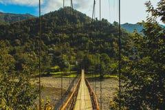 Stary zawieszenie most zamknięty w górę średniogórzy w, Batumi, Gruzja obraz royalty free