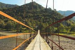 Stary zawieszenie most zamknięty w górę średniogórzy w, Batumi, Gruzja zdjęcie royalty free