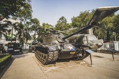 Stary zbiornik Zlany stanu wojska pokaz przy Wietnamskim Wojennym szczątka muzeum, muzealny utrzymanie historii dowód wojenny cza zdjęcie stock