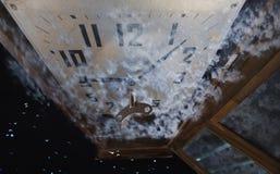 Stary zegar z wahadłem 2 i stylizować chmurami Fotografia Stock